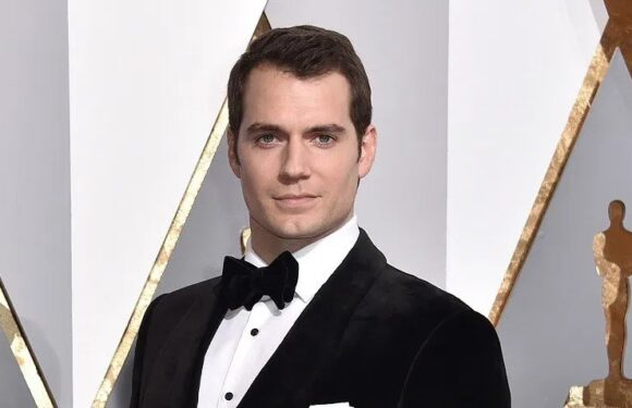 Machine Learning AI Casts Henry Cavill as the Next James Bond