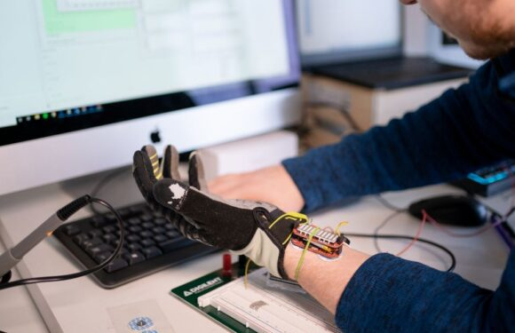 Robotic glove that uses artificial intelligence to improve muscle grip could help millions